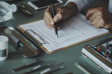 高卒が医療事務になる方法とは?|資格の要否を含めて説明します