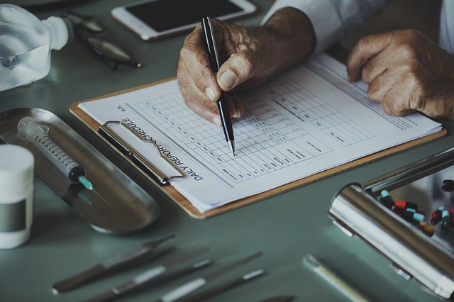 高卒の未経験が医療事務になる方法|資格の要否を含めて説明します