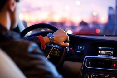 高卒の新社会人におすすめの車|後悔しない車の選び方を教えます