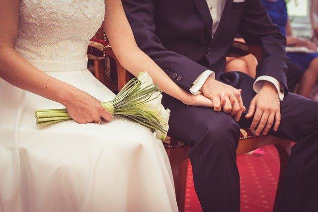 工場勤務の彼氏との結婚はあり?結婚後の将来を徹底解説します
